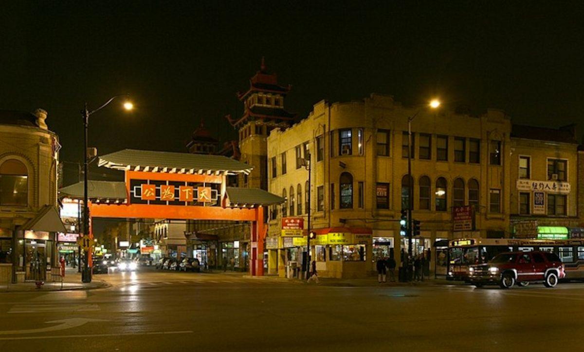 Emprendedor de Chinatown de Chicago ayuda a alimentar a los ancianos de su comunidad