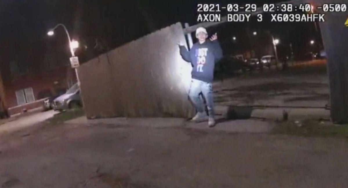 """Publican video de la muerte de Adam Toledo por disparo de un policía; la alcaldesa y la familia Toledo piden """"expresarse pacíficamente"""""""