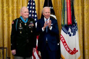 Biden condecora a Army Ranger por su actuación en la guerra de Corea hace 70 años