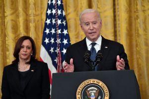 Joe Biden firma Ley de Crímenes de Odio por COVID-19