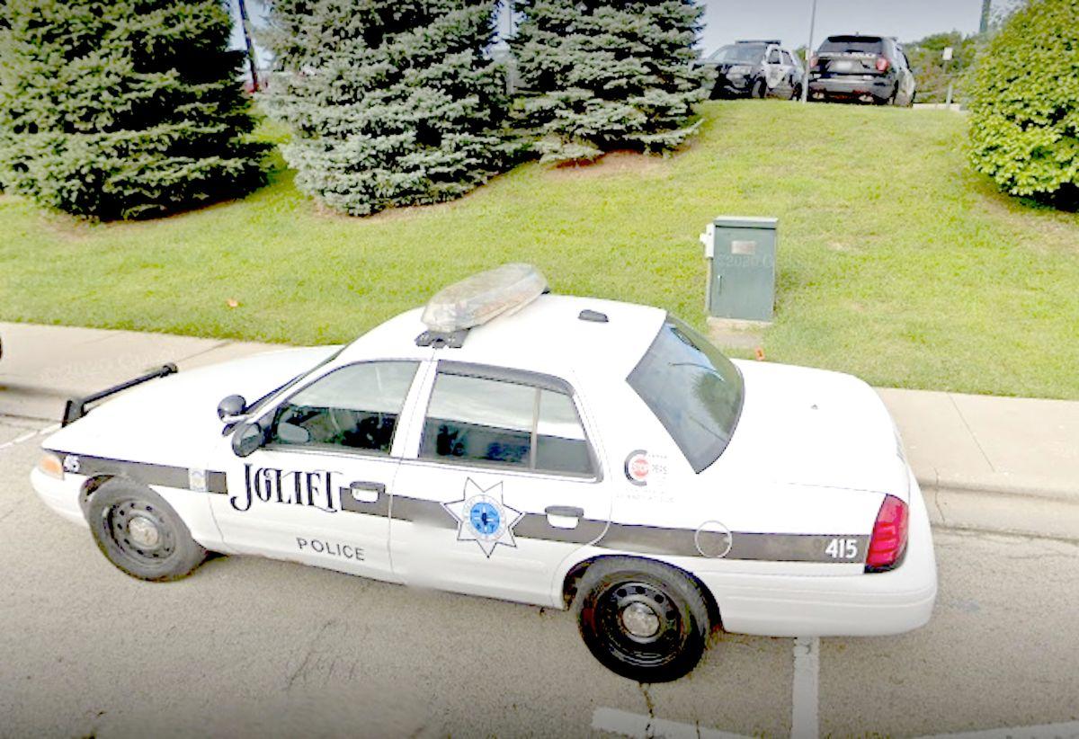 Encuentran muerto a un menor detrás de una lavandería en Joliet