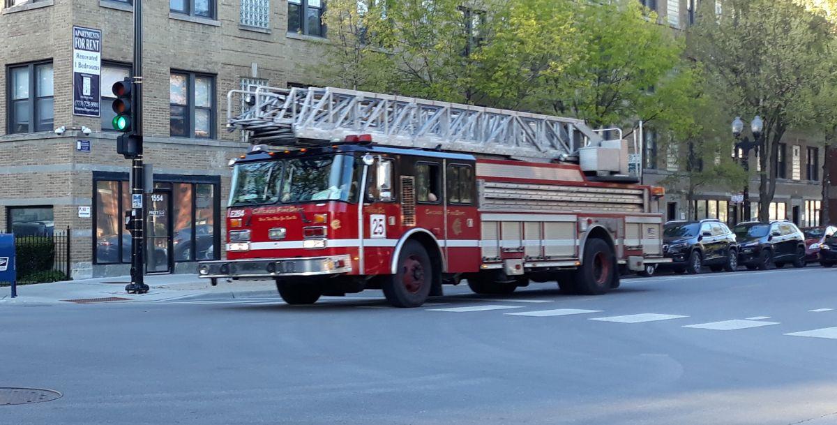 Al menos diez personas resultaron desplazadas después de un incendio al sur de Chicago.