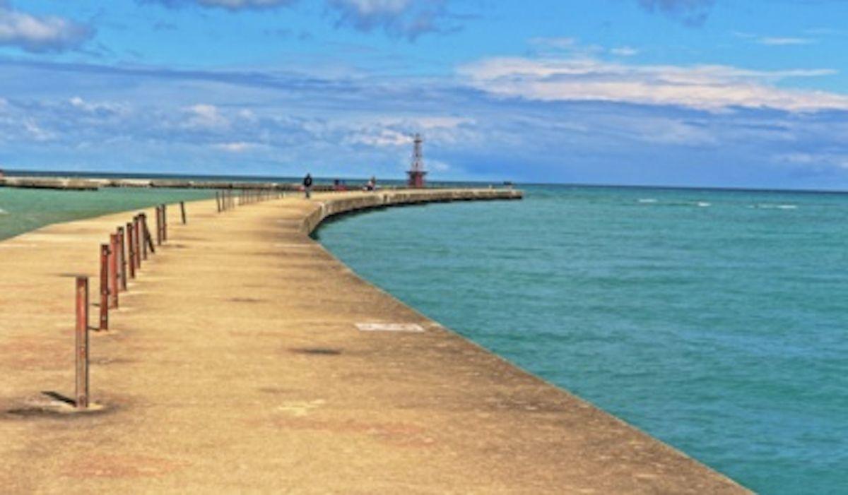 Olas altas y corrientes peligrosas impiden reaperturas de playas para bañistas de Chicago
