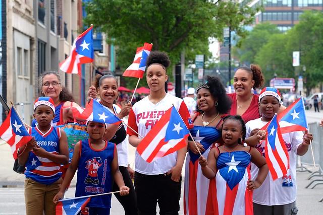 Ambiente de fiesta se vivirá en el Desfile Puertorriqueña de Chicago este sábado 19 de junio. Las fotos son de las celebraciones boricuas de 2019. (Cortesía Charlie Billups)