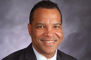 Un latino es nombrado como director ejecutivo interino de las Escuelas Públicas de Chicago
