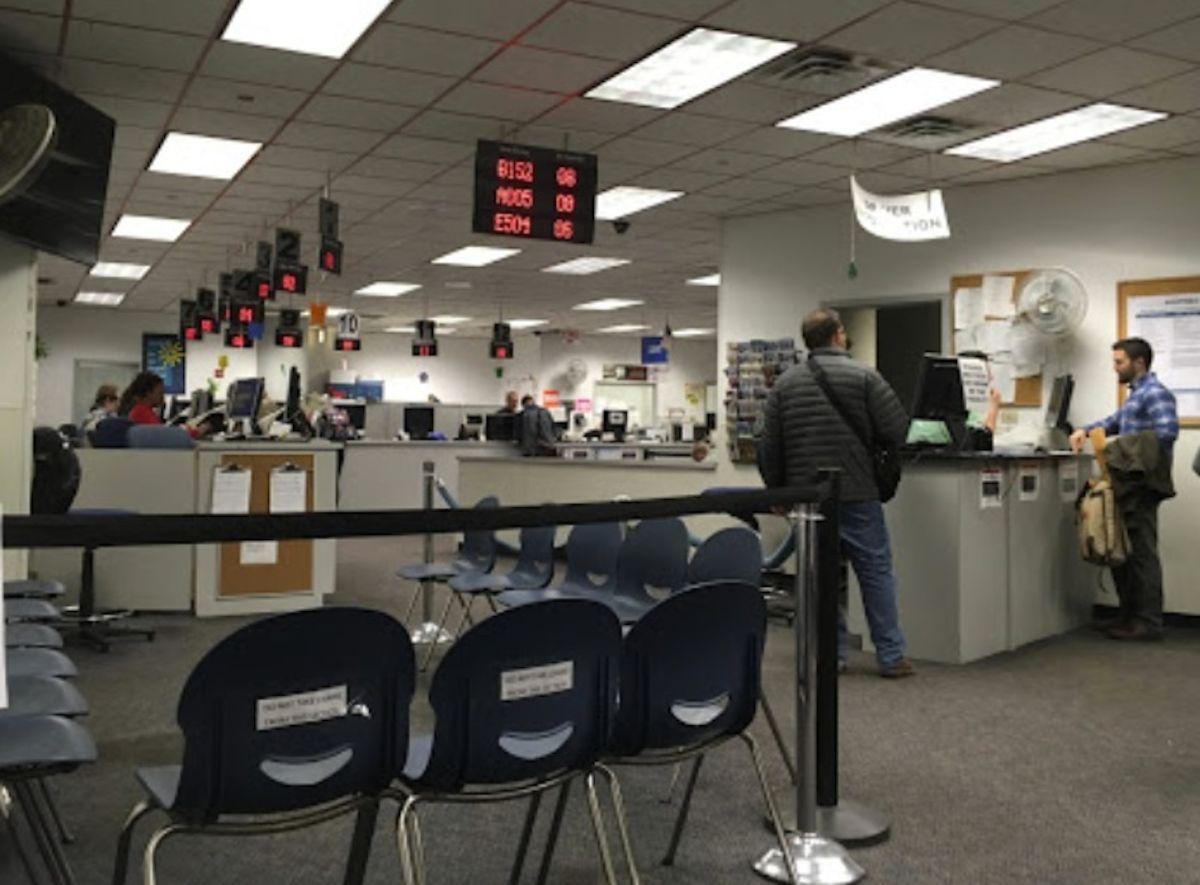 Tendrá que usar mascarilla si acude a las Oficinas de la Secretaría de Estado de Illinois.