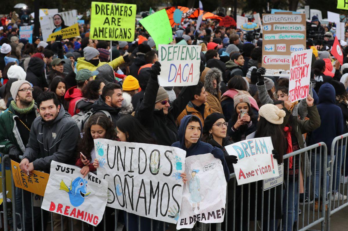 """Los """"Dreamers"""" reciben un nuevo ataque por la decisión del juez Andrew S. Hanen."""