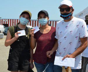 Familias latinas de Chicago se vacunan para protegerse del covid-19