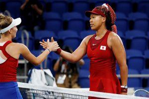 """Sorpresas en Tokio 2020: Naomi Osaka se despide en primer partido y Simone Biles fuera de competencia """"por nervios"""""""