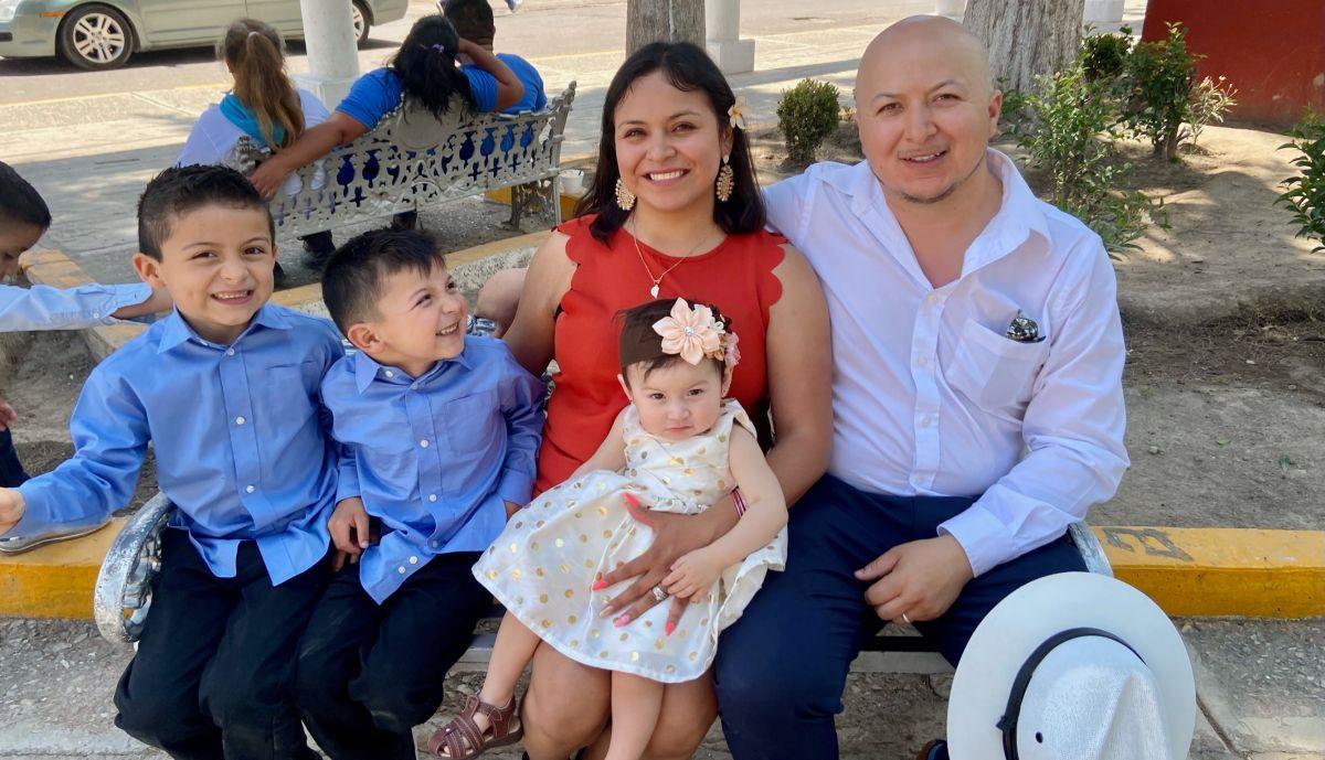 Eridany Ortega, su esposo y sus tres hijos de uno, cuatro y seis años. (Cortesía familia Ortega)