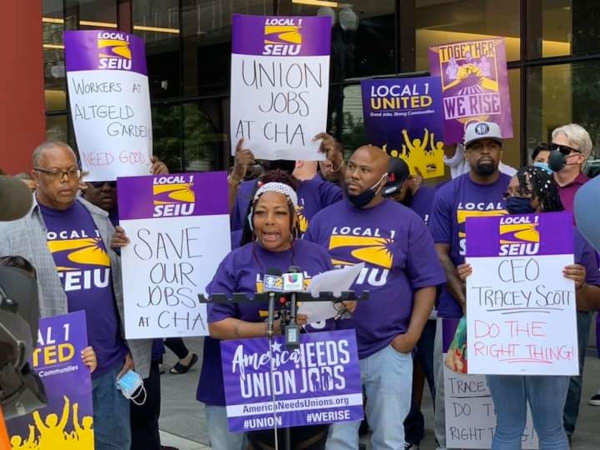 Los trabajadores sindicalizados de SEIU Local 1 se manifestaron frente a la reunión de la junta directiva de la CHA el martes.  Facebook