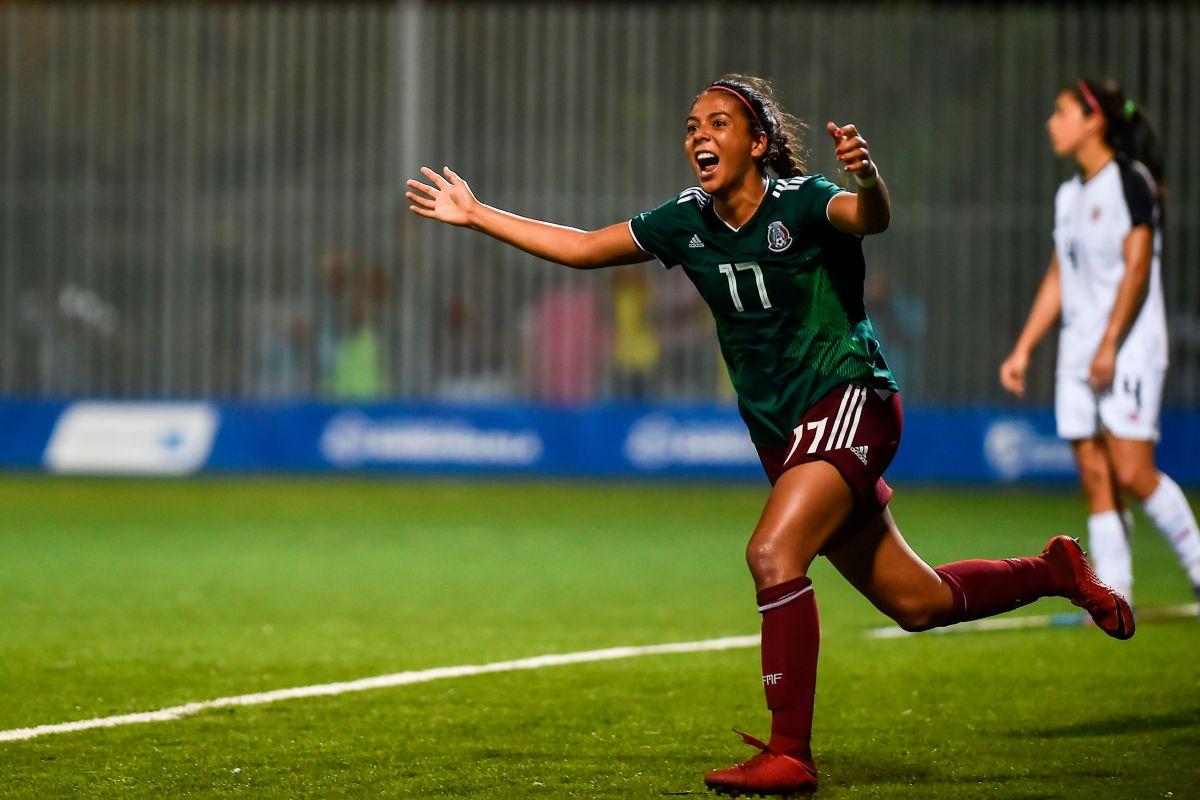 La futbolista María Sánchez celebra el gol que anotó para la Selección Mexicana Femenil en la final de los Juegos Centroamericanos y del Caribe de 2018.