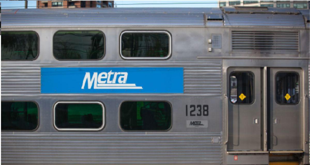 Un peatón fue fatalmente arrollado por un tren Metra el viernes.