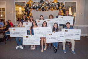 Dueños operadores de McDonald's Carmen y John De Carrier reconocen a los becados de 2021 y a los graduados de High School