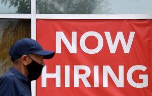 Empleadores de Chicago luchan contra la escasez de mano de obra antes de las fiestas de fin de año