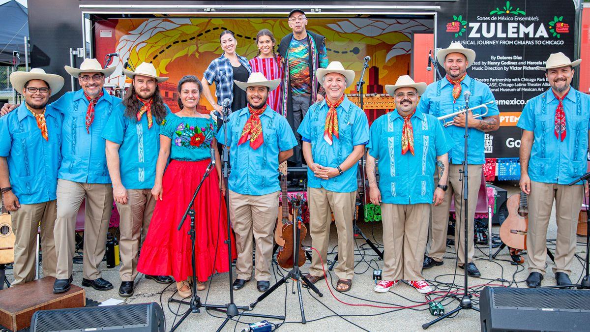 El elenco de 'Zulema', obra musical del grupo Sones de México Ensemble. (Cortesía Teatro Goodman)