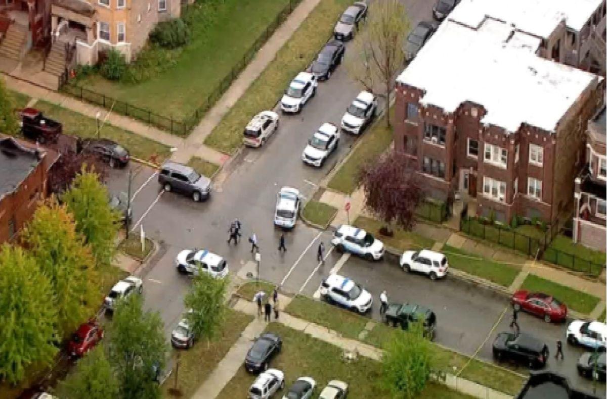 La Policía de Chicago disparó y mató a un hombre mientras respondía a una llamada de un disturbio doméstico en el barrio de Gresham al sur de Chicago. Foto captura Fox 32 Chicago